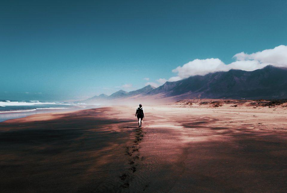 beach-blue-skies-by-the-sea-934718-960x645.jpg
