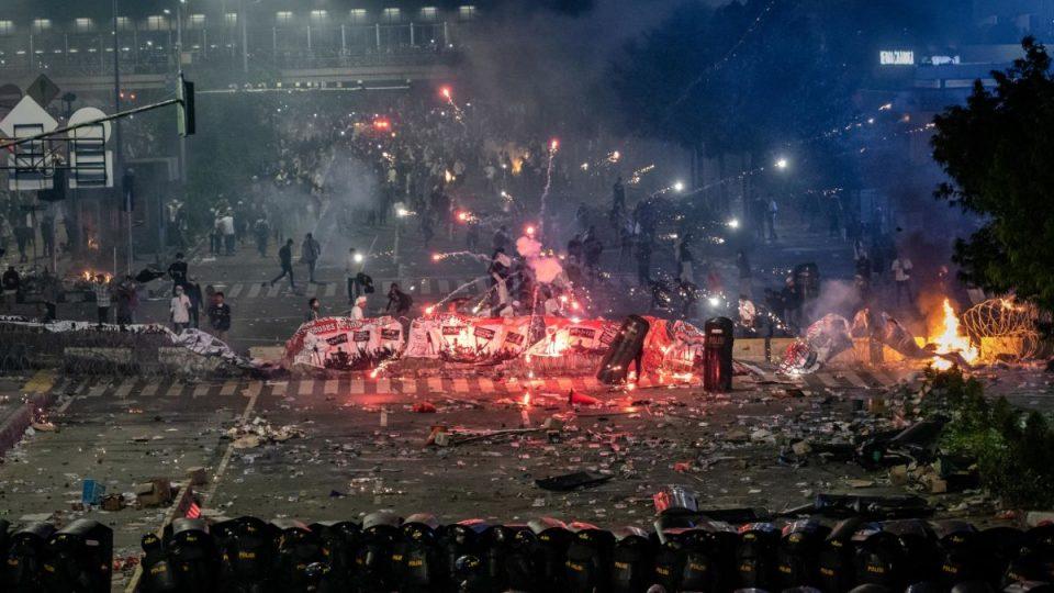 https_cdn.cnn_.com_cnnnext_dam_assets_190523095525-indonesia-riot-960x540.jpg