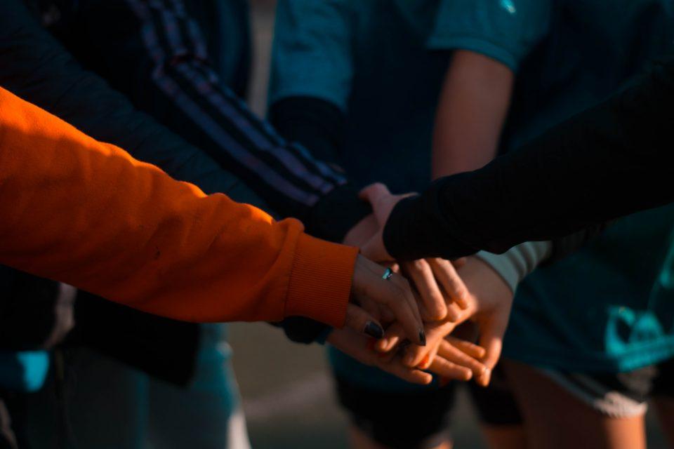 cooperation-hands-handshake-1198171-960x640.jpg